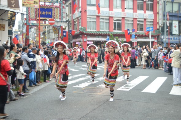 民族衣装と踊り